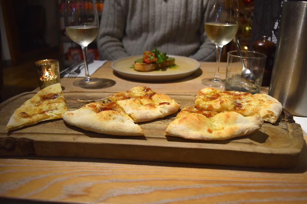 Garlic-bread-caramelised-onions