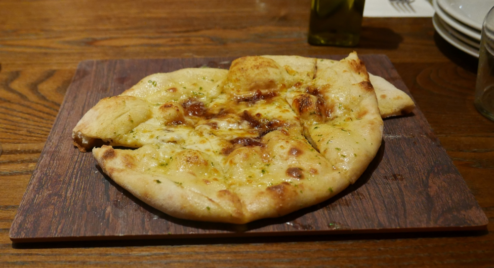 Caramelised onion pizza bread