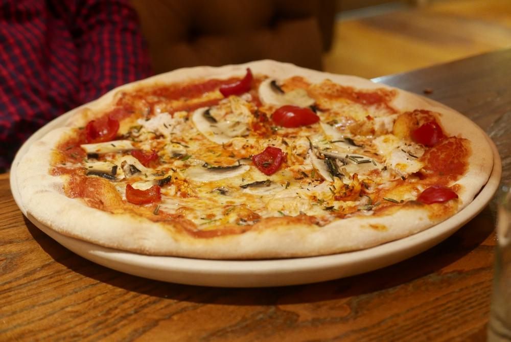 Peri-peri chicken pizza