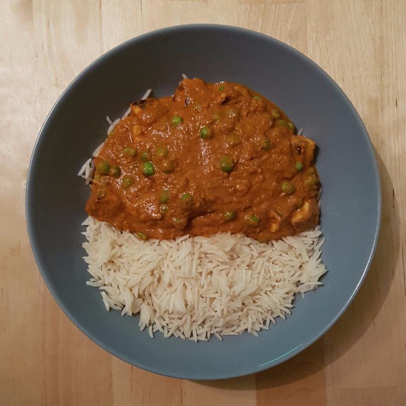 halloumi-pea-curry-vegetarian-dish